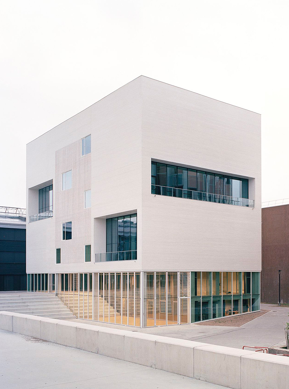 atelier raum nantes frankreich freiburger architekturforum. Black Bedroom Furniture Sets. Home Design Ideas